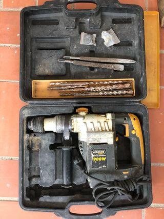 Taladrador percutor 900W + kit de brocas