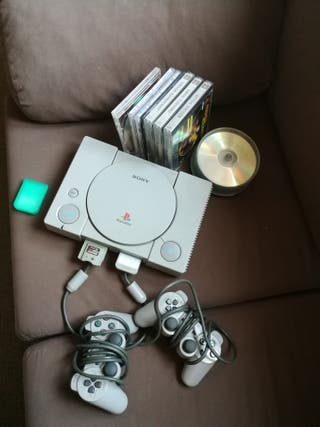 playstation 1, dos mandos y 2 memory cards