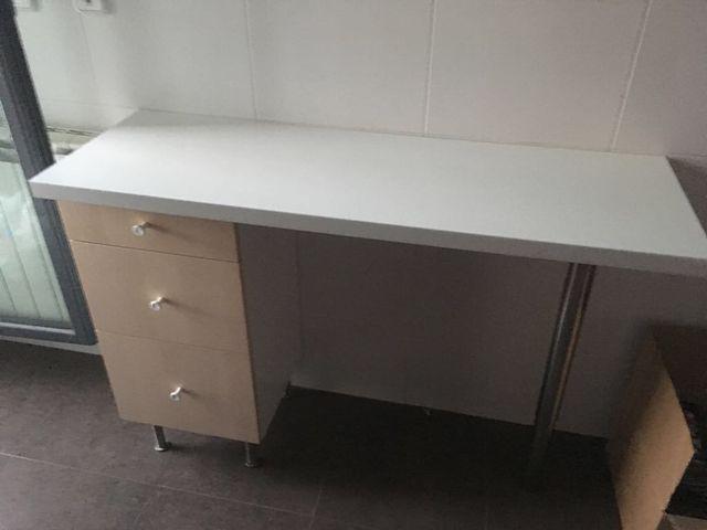 Mesa cocina de segunda mano por 60 € en Zaragoza en WALLAPOP
