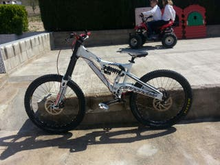 Se vende bici canondale de descenso