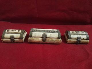 3 cajas de hueso