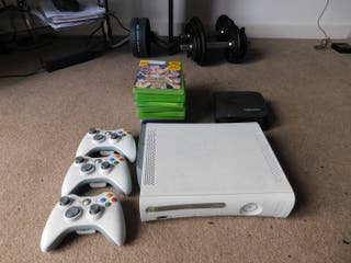 Xbox 360 + 3 controllers + 30 games