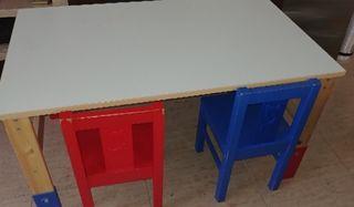 Mesa infantil con sillas