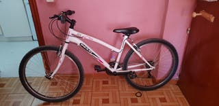 Bicicleta de montaña y ciudad para mujer