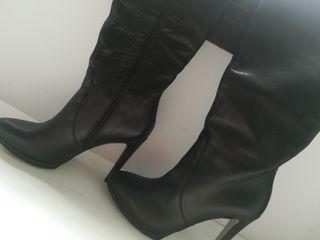 Preciosas botas de piel. T 38.