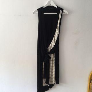 Vestido negro abierto por delante