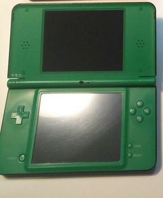 Nintendo DSi XL - Verde