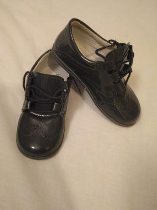 Zapatos de charol N25