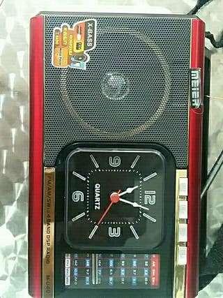 radio reloj con usb tarjeta memoria grade y pequeñ