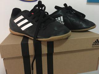 Botas de fútbol talla 28