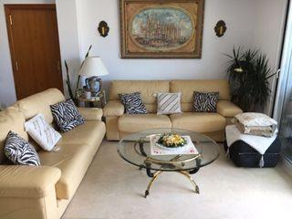 Conjunto salón (sofá, mesas y lámpara)