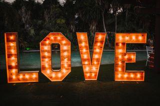 Alquiler letras de madera LOVE decoración bodas