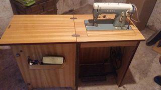 Màquina de cosir/Maquina de coser