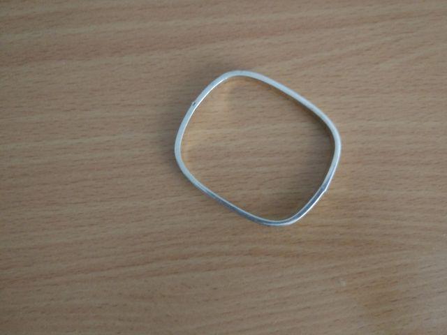 pulsera tipo brazalete de plata
