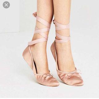 Zara talla 39, bailarina rosa de atar.