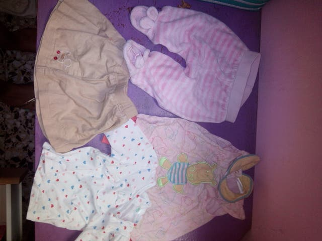e8f50b3503f8c Vendo lote de ropa para bebe nena de segunda mano por 20 € en ...