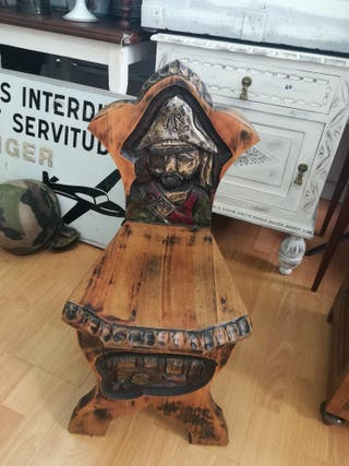Pequeña silla antigua pirata