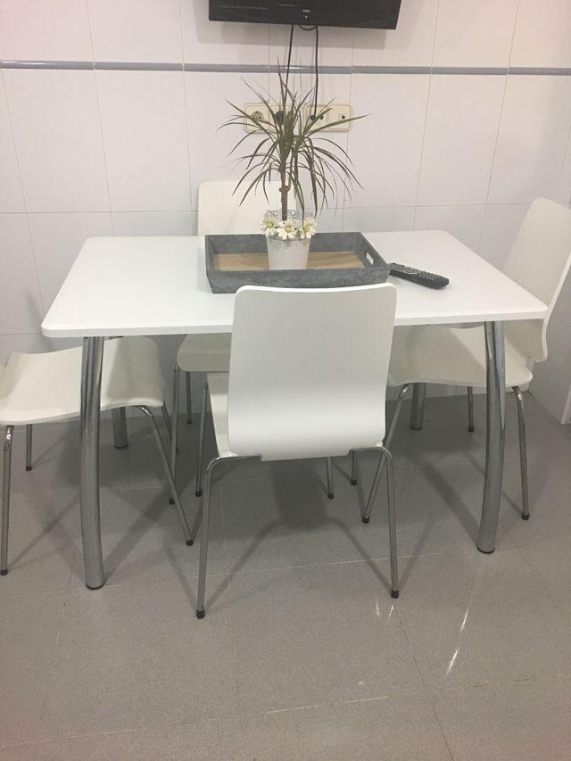 Mesa de cocina blanca de segunda mano por 60 € en Alcalá de Henares ...