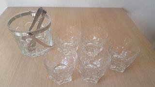 Cubitera y vasos de cristal
