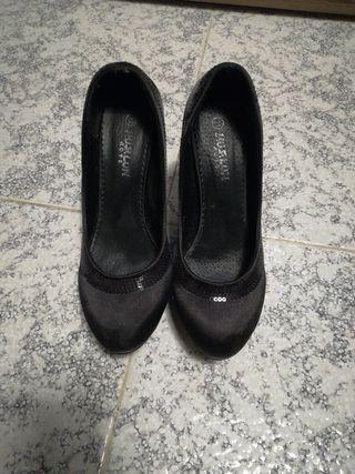 zapato tacon negro 37