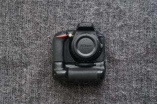 Nikon D5600 + 18-105 + Grip + 2 baterías