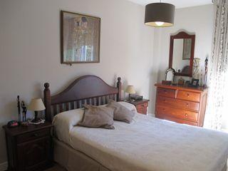 Dormitorio de madera maciza de algarrobo