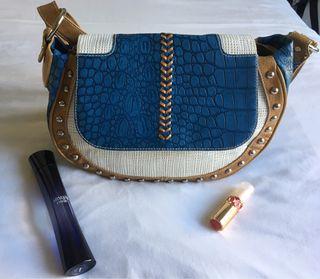 Precioso bolso con asa