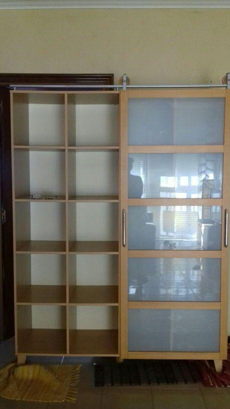 Vitrina Libreria Con Puerta Corredera De Cristal De Segunda Mano