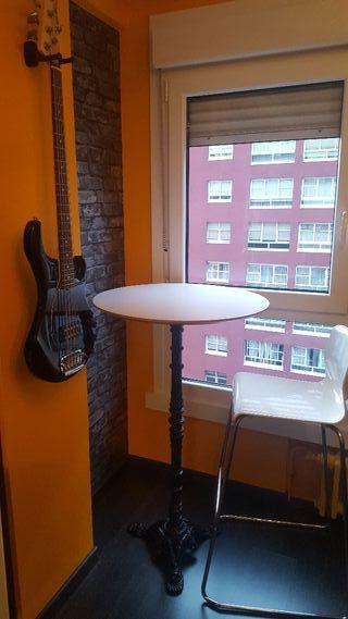 Mesa alta hierro fundido + 2 sillas altas