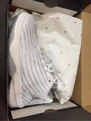 Zapatillas de cierre de zapatería de marca a 40€ u