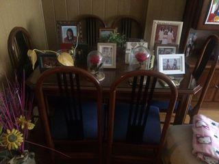 Mesa salon con sillas