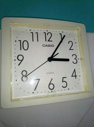 reloj de pared casio