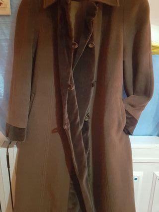 Abrigo marrón de Cashmere.