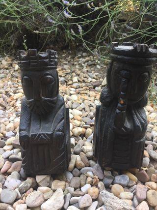 Dos figuras madera Rey y Reina