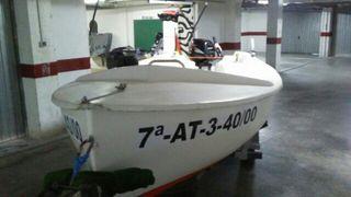 Barco pastinaca con remolque sin motor