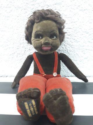 Muñeca negra antigua de trapo