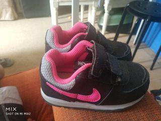 Zapatos nike talla 22 de segunda mano por 10 € en Barcelona