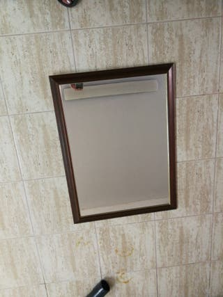 espejo con bordes en madera
