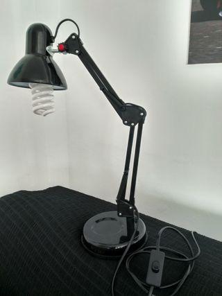 lámpara de escritorio con bombilla de bajo consumo