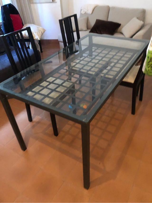 Mesa comedor ikea cristal + 4 sillas de segunda mano por 100 € en ...