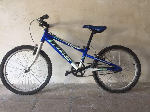 Bicicleta 5\8 años + traje + 1 Cámara