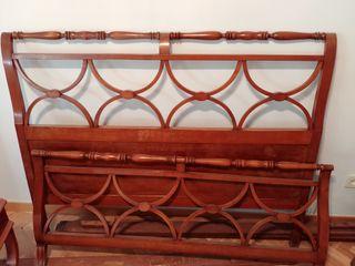 Cama estilo colonial. Madera cole cerezo. 1.35