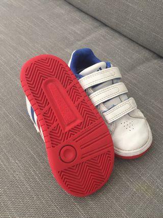 Zapatillas Adidas número 23 de segunda mano por 7 € en