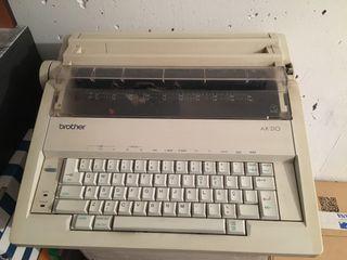 Máquina de escribir Brother AX-210