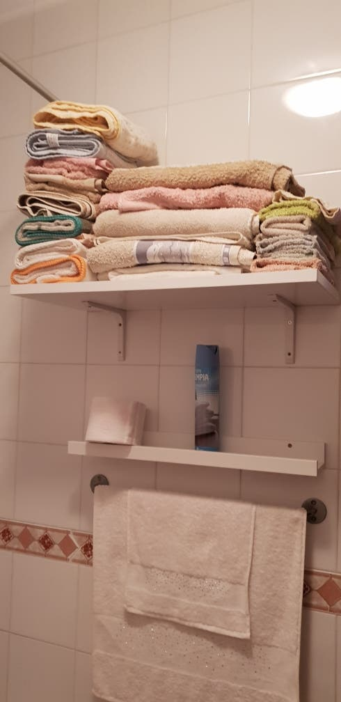 Balda/Estante Blanco .. repisa .. toallero ..