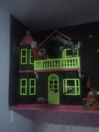 mansion terror de muñecas