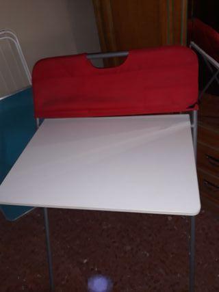 mesa y silla de estudio