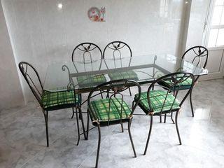 Mesa cristal, con 6 sillas.