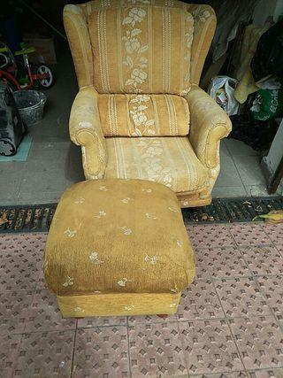 sofa tres plazas mas 2 sillones orejeros mas puf