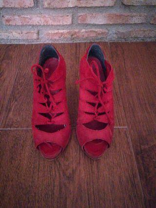 zapatos abiertos rojos, talla 38